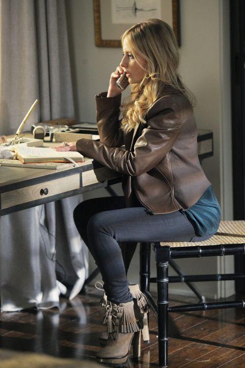Und wieder kann Bridget (Sarah Michelle Gellar) einen Teil des Rätsels um Siobhan lösen ... - Bildquelle: 2011 THE CW NETWORK, LLC. ALL RIGHTS RESERVED