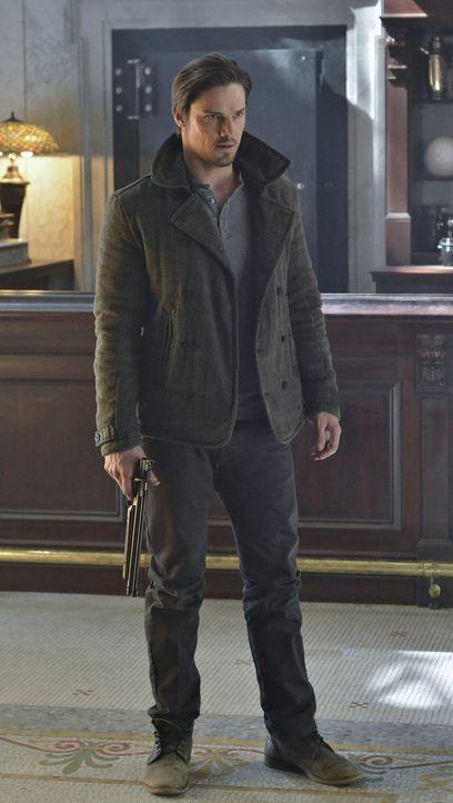 Gibt es wirklich Medikamente, die Vincent Keller (Jay Ryan) heilen können? Noch will er nicht so recht daran glauben ... - Bildquelle: 2012 The CW Network, LLC. All rights reserved.