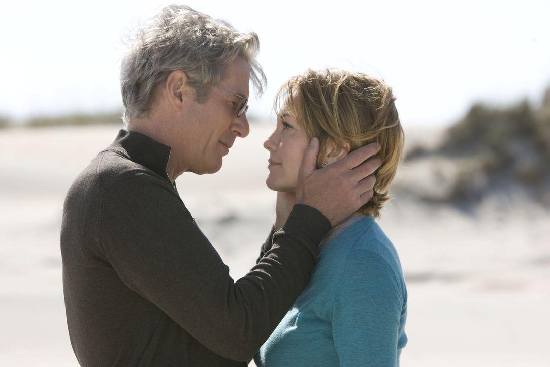 Ein Wochenende hat ihr Leben verändert - für immer: Adrienne (Diane Lane, r.) und Paul (Richard Gere, l.) ... - Bildquelle: Warner Bros.