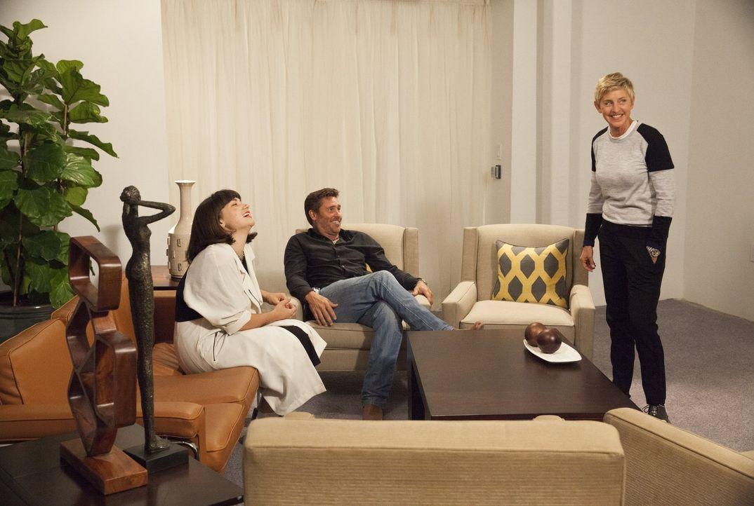 Zum Ende der Challenge stattet Ellen DeGeneres (r.) den beiden Finalisten Katie (l.) und Tim (M.) noch einen Besuch ab ... - Bildquelle: 2015 Warner Bros.