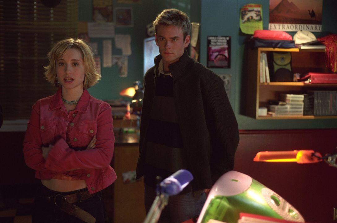 Nachdem Chloe (Allison Mack , l.) gerettet wurde, machen sich Whitney (Eric Johnson, r.) und Clark auf die Suche nach dem Entführer ... - Bildquelle: Warner Bros.