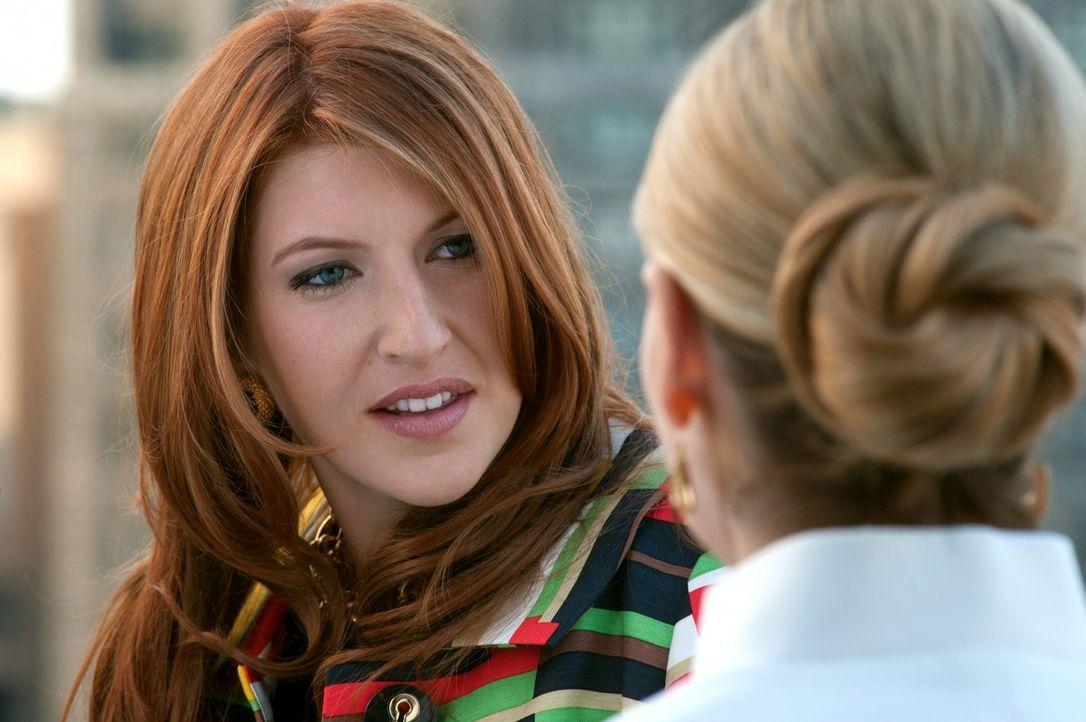 Gemma (Tara Summers, l.) erzählt Bridget (Sarah Michelle Gellar, r.), dass sie den Verdacht hegt, von ihrem Mann betrogen zu werden. Auch sie ahnt... - Bildquelle: 2011 THE CW NETWORK, LLC. ALL RIGHTS RESERVED