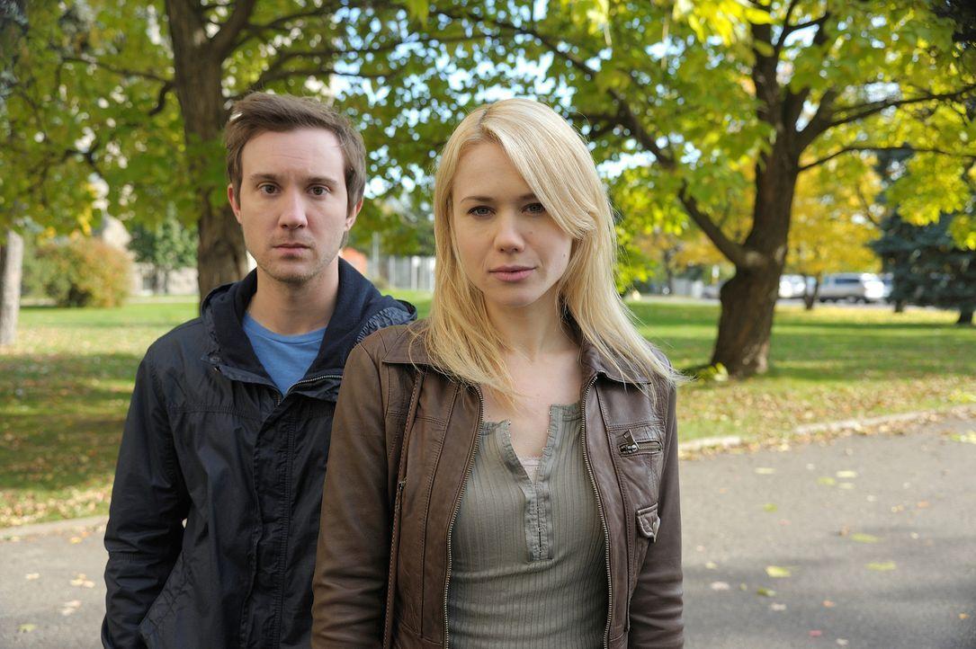 Haben Josh (Sam Huntington, l.) und Nora (Kristen Hager, r.) doch noch eine gemeinsame Zukunft vor sich? - Bildquelle: Phillipe Bosse 2012 B.H. 2 Productions (Muse) Inc. ALL RIGHTS RESERVED.