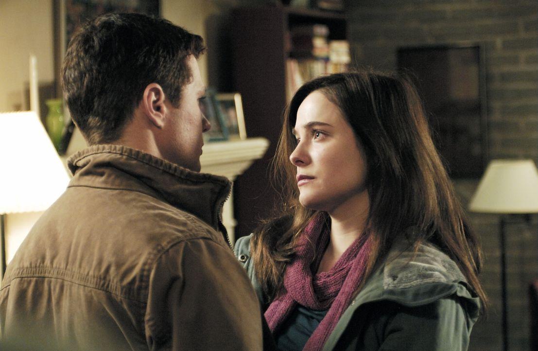 Zwischen zwei Stühlen: Eric O'Neill (Ryan Phillippe, l.) liebt seine Frau (Caroline Dhavernas, r.), aber als FBI Neuling kann er sie auf keinen Fal... - Bildquelle: Universal Pictures