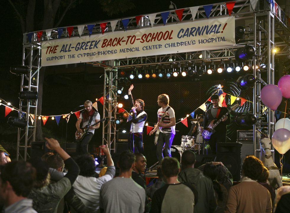 Der Jahrmarkt der Verbindungen findet statt und die Plain White T's geben ein Konzert ... - Bildquelle: ABC Family