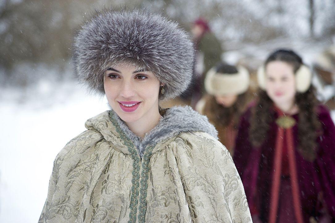 Endlich kann sie wieder lächeln, doch Marys (Adelaide Kane) Freude ist nur von kurzer Dauer ... - Bildquelle: Sven Frenzel 2014 The CW Network, LLC. All rights reserved.