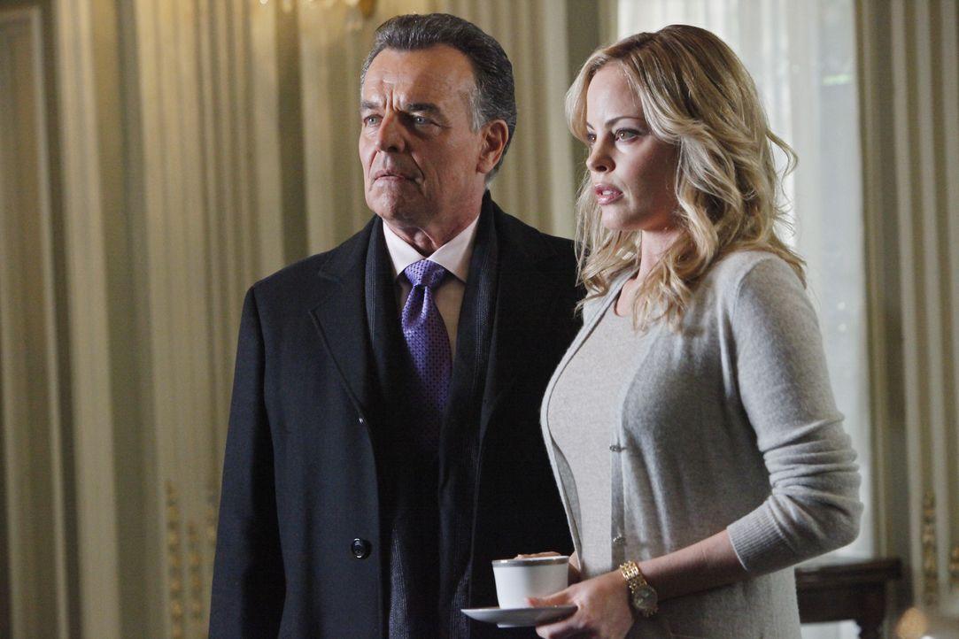 Bobby Fox (Ray Wise, l.) und Maggie Vega (Chandra West, r.) geraten in Verdacht, etwas mit dem Mord an Cano Vega zu tun zu haben ... - Bildquelle: ABC Studios