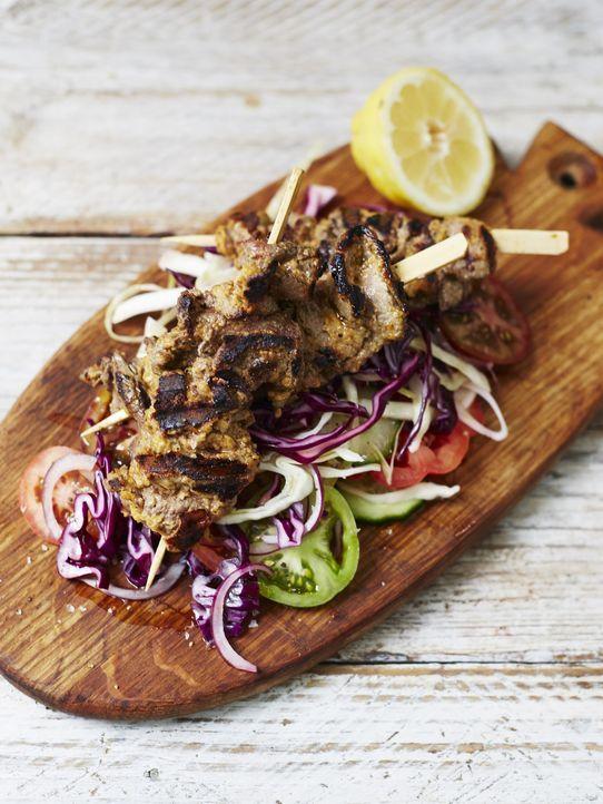 Tinie Tempah kocht einen nigerianischen Imbissklassiker: Suya - ein scharfer Rindfleisch Kebab ... - Bildquelle: 2014 Joe Sarah