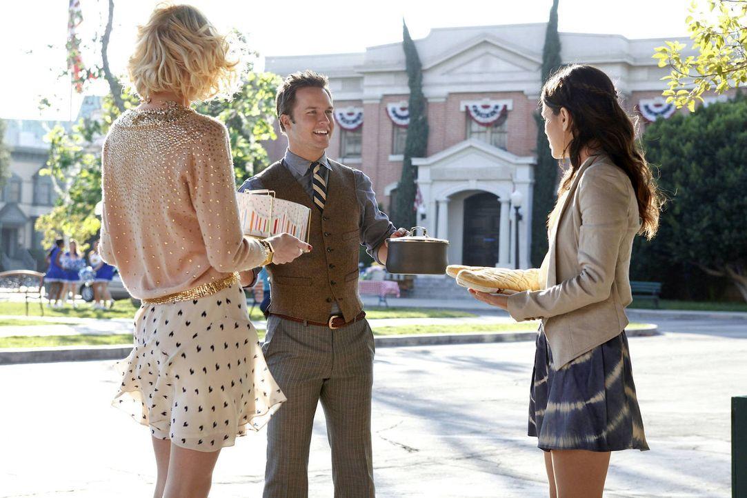 Eigentlich wollen Lemon (Jaime King, l.) und Zoe (Rachel Bilson, r.) beide nur, dass es George (Scott Porter, M.) wieder besser geht. Was sie jedoch... - Bildquelle: Warner Bros.
