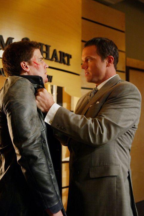 Kann Angel (David Boreanaz, l.) seinen Gegner Marcus Hamilton (Adam Baldwin, r.) besiegen? - Bildquelle: The WB Television Network