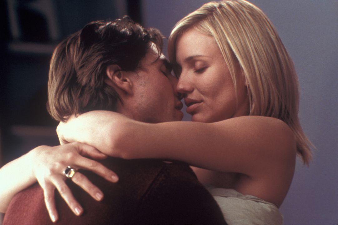 Exzessiv lebt David (Tom Cruise, l.) die süßen Seiten des Lebens mit seinem aktuellen Betthäschen aus, während Julie (Cameron Diaz, r.) eher an eine... - Bildquelle: Neal Preston Paramount Pictures