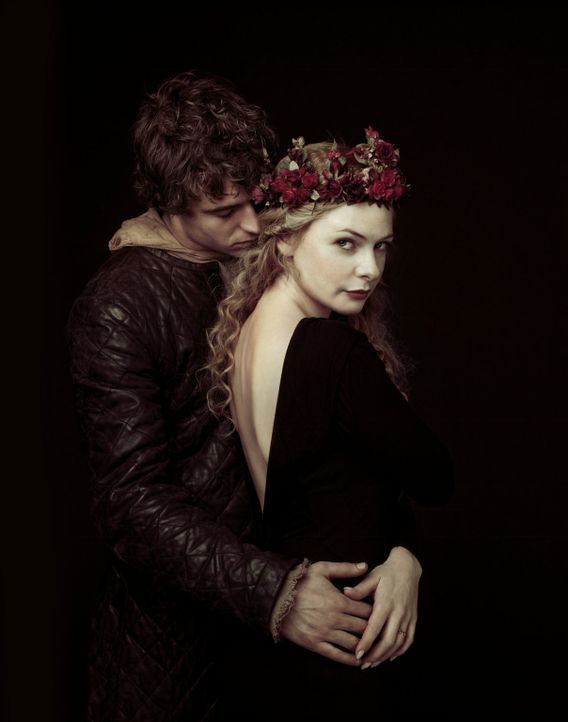 Hat ihre Liebe eine Chance? König Edward IV (Max Irons, l.) und Elizabeth Woodville (Rebecca Ferguson, r.) stammen aus verfeindeten Adelshäusern,... - Bildquelle: 2014 Tonto Films and Television Limited, All rights reserved