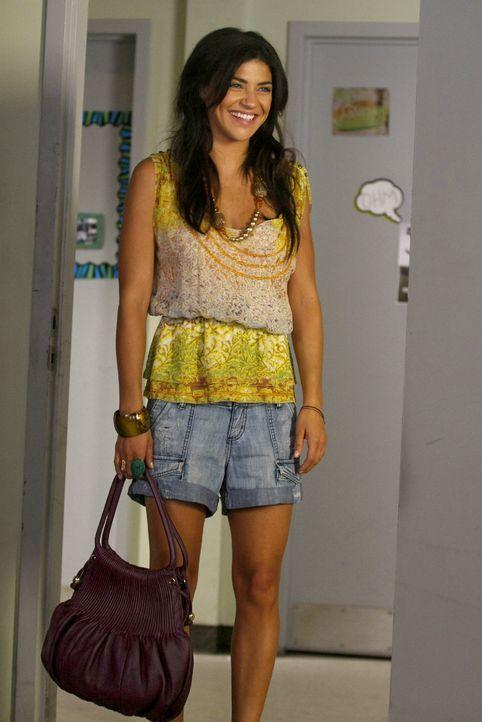 Schon in der ersten Woche an der NYU ist Vanessa (Jessica Szohr) sehr beliebt ... - Bildquelle: Warner Brothers