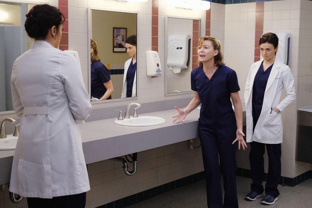 Geraten wegen Penny aneinander: Meredith (Ellen Pompeo, M.), Amelia (Caterina Scorsone, r.) und Callie (Sara Ramirez, l.) ... - Bildquelle: Tony Rivetti ABC Studios