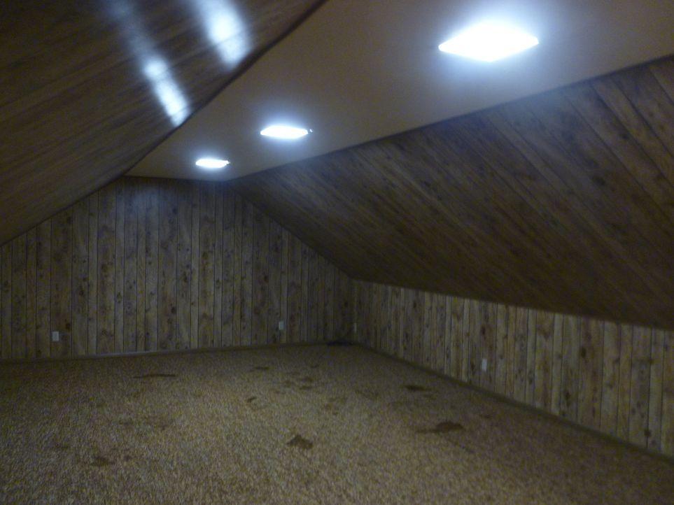 Kann man aus dem feuchten, dunklen Raum überhaupt ein nutzbares Zimmer machen ? Chip und Joanna Gaines haben einen Plan ... - Bildquelle: 2014, HGTV/ Scripps Networks, LLC.  All Rights Reserved.