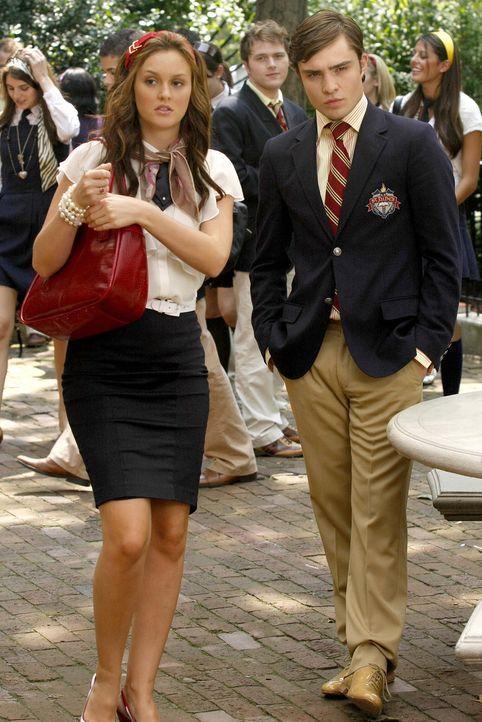 Der Sommer ist vorbei und Blair (Leighton Meester, l.) sucht ein neues Gefolge für ihre Clique. Chuck (Ed Westwick, r.) versucht, diese Entscheidung... - Bildquelle: Warner Brothers