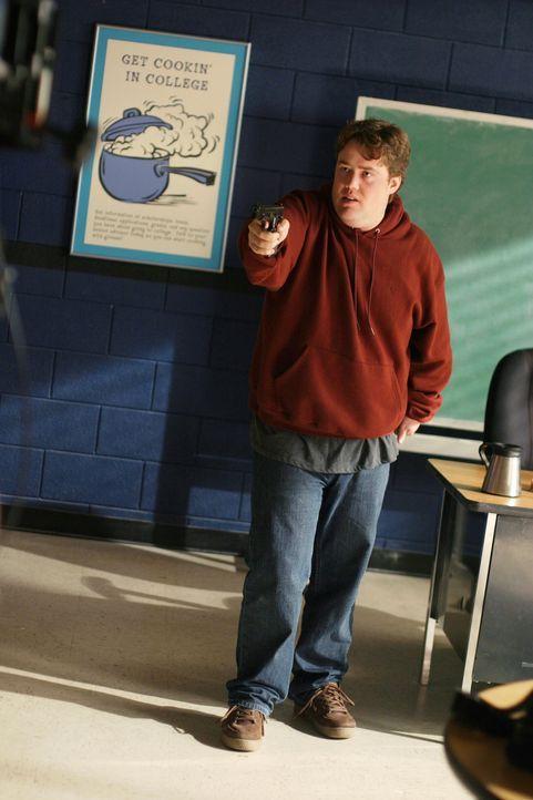 Jimmy Edwards (Colin Fickes) dreht eines Tages völlig durch und bedroht mit einer Waffe seine Mitschüler ... - Bildquelle: Warner Bros. Pictures