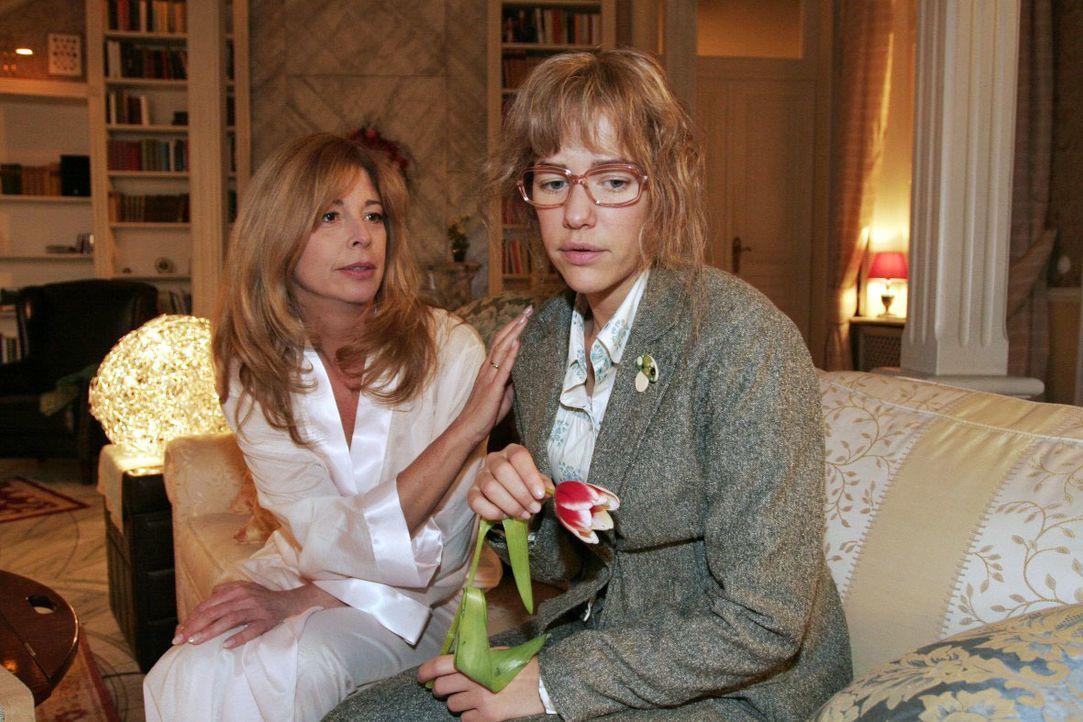 Lisa (Alexandra Neldel, r.) äußert Laura (Olivia Pascal, l.) gegenüber ihre Sorge um David - und findet eine verständnisvolle Zuhörerin. - (Dieses F... - Bildquelle: Noreen Flynn SAT.1 / Noreen Flynn