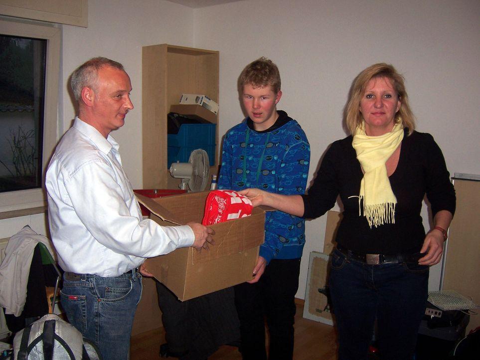 Starten ein neues Leben in Dänemark: Peter (l.), Elke (r.) und Sven Rudolff (M.) ... - Bildquelle: kabel eins
