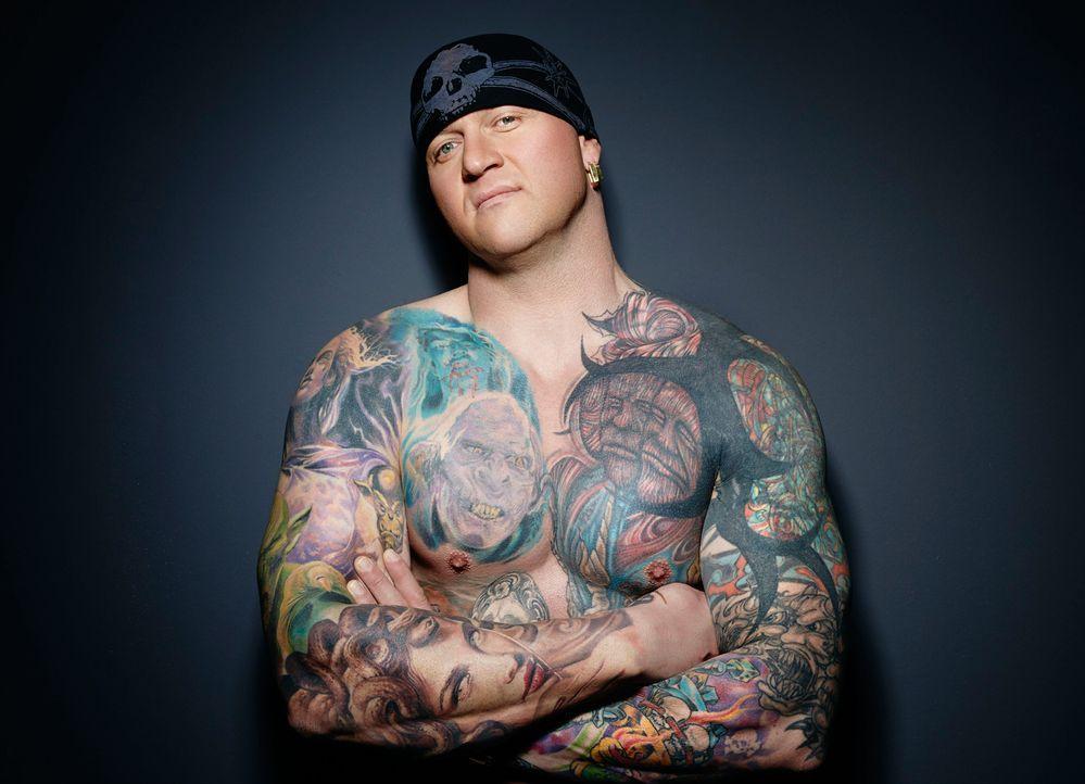 Horror Tattoo: Randy oben ohne - Bildquelle: sixx