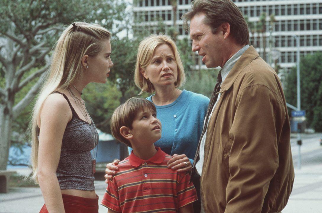 Die Hunters erkennen, dass Familie wichtiger ist als alle Millionen: Courtney (Alison Lohman), Shane (Andrew Sandler), Betsy (Maureen McCormick) und... - Bildquelle: A-Pix Entertainment