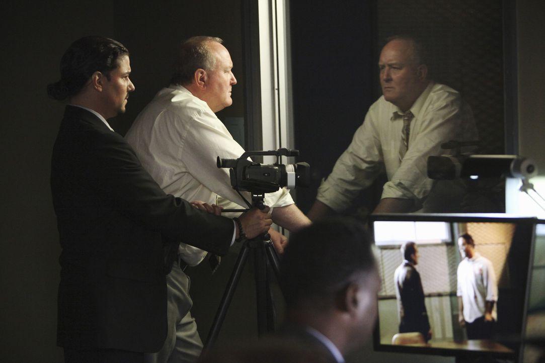 Ahnt noch nicht, was Lee wirklich getan hat: Det. Price (Blue Deckert, M.) ... - Bildquelle: ABC Studios