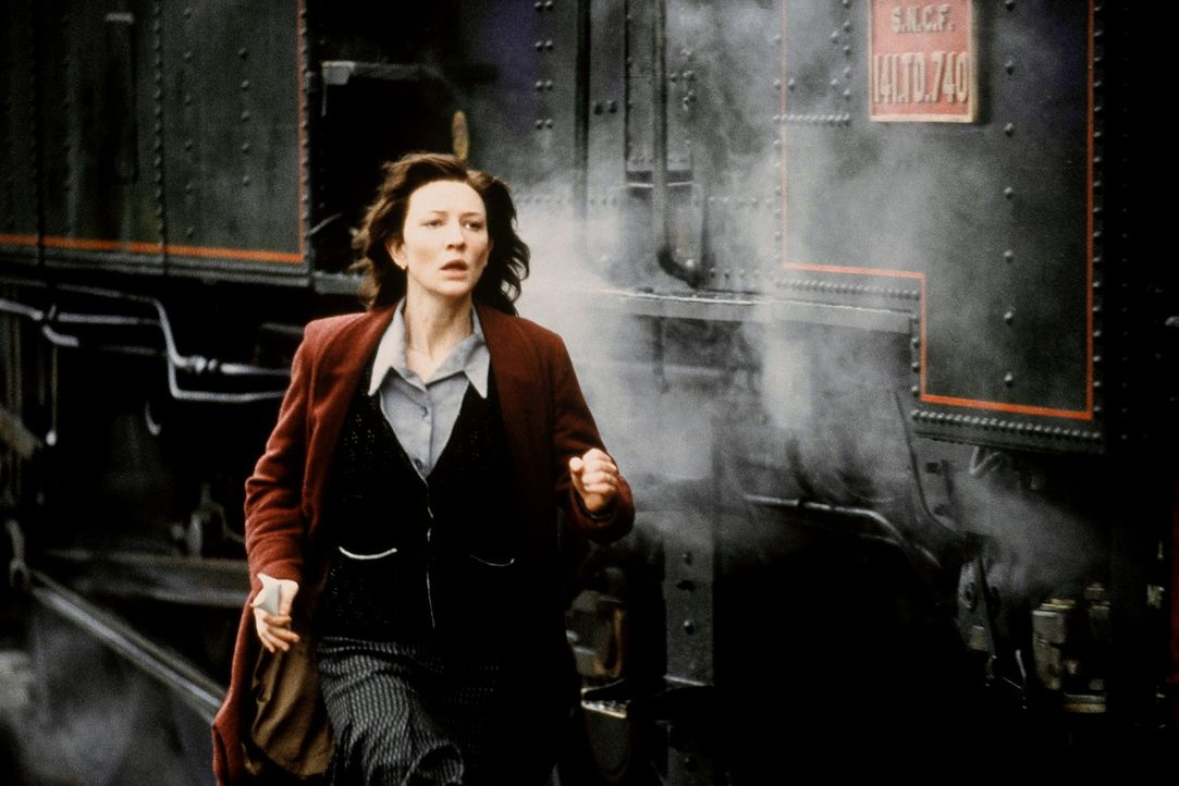 Ihre Mission führt Charlotte (Cate Blanchett) in ein kleines Dorf in der Provinz, wo sie Kontakt zu dem Widerstandskämpfer Julien aufnimmt. Bei ihre... - Bildquelle: Warner Bros.
