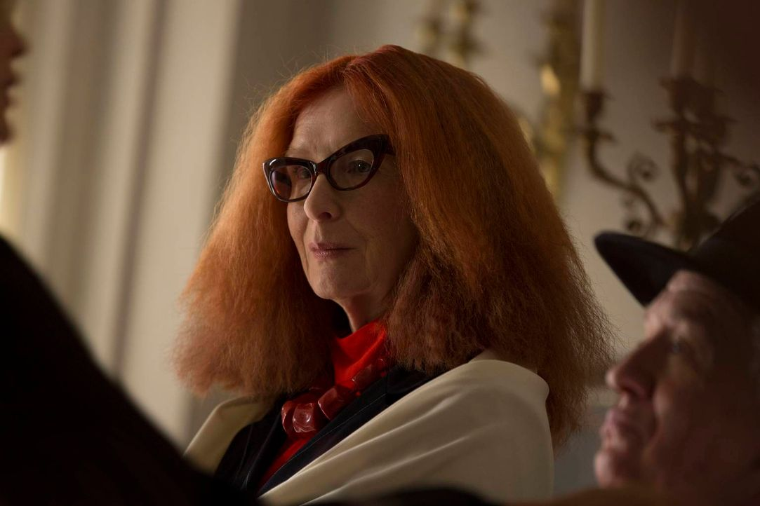 Noch ahnt Myrtle Snow (Frances Conroy) nicht, wohin sie der Besuch in Miss Robichaux's Academy führen wird ... - Bildquelle: 2013-2014 Fox and its related entities. All rights reserved.