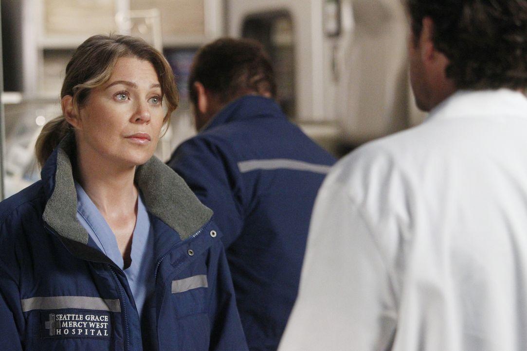 Während Henry blutspuckend ins Seattle Grace eingeliefert wird und sofort operiert werden muss, erhalten Meredith (Ellen Pompeo, l.) und Derek (Patr... - Bildquelle: ABC Studios