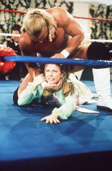Sabrina (Melissa Joan Hart, unten) muss sich geschlagen geben ... - Bildquelle: Paramount Pictures
