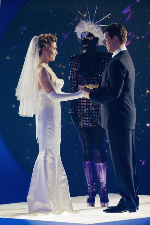 Daniel (Eric Mabius, r.) und Molly (Sarah Lafleur, l.) heiraten ... - Bildquelle: 2008   ABC Studios