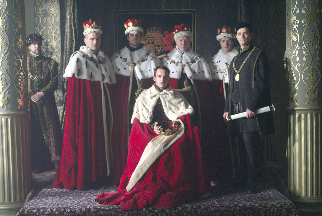 König Henry VIII. (Jonathan Rhys Meyers, M.) ernennt seine Geliebte Anne Boleyn zur Marquess of Pemproke. Thomas Boleyn (Nick Dunning, 3.v.r.), Char... - Bildquelle: 2008 TM Productions Limited and PA Tudors II Inc. All Rights Reserved.