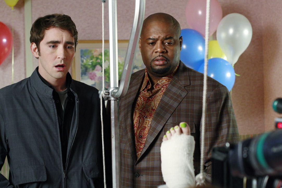 Ein neuer Fall beschäftigt Ned (Lee Pace l.) und Emerson Cod (Chi McBride, r.) ... - Bildquelle: Warner Brothers
