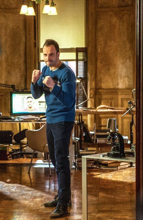 Sherlock Holmes (Jonny Lee Miller) - Bildquelle: CBS Television