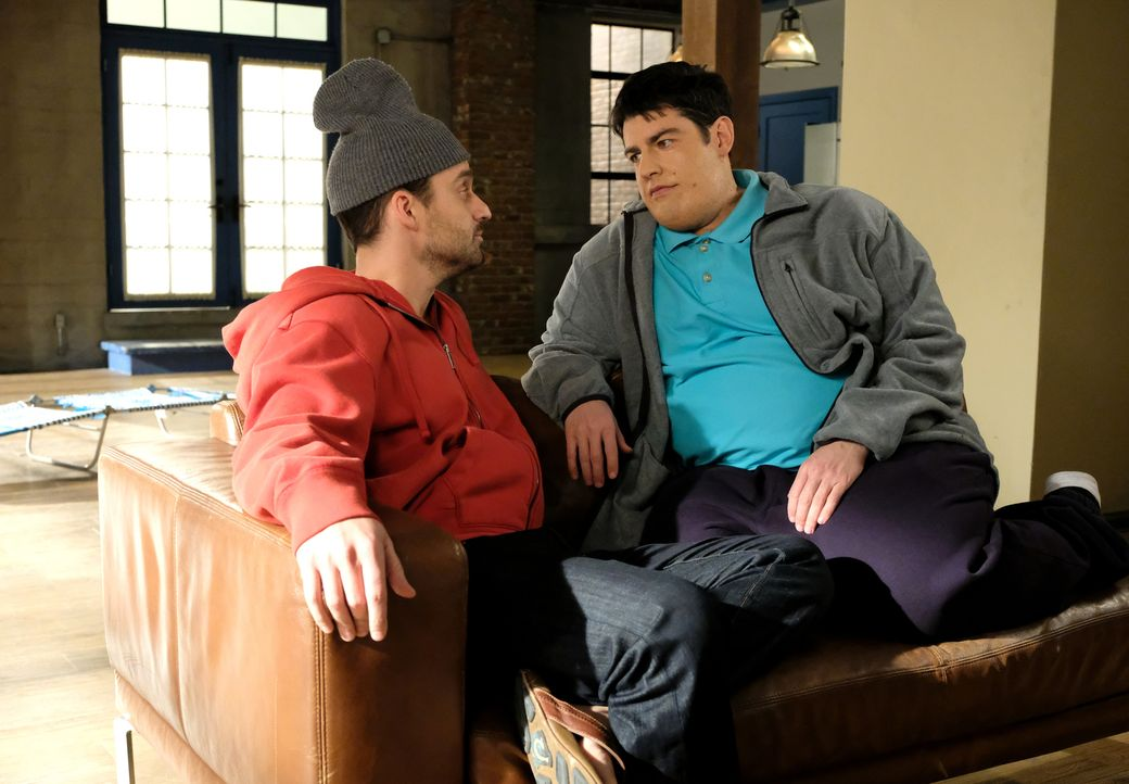 Erinnern sich an die Anfänge im Loft: Nick (Jake Johnson, l.) und Schmidt (Max Greenfield, r.) ... - Bildquelle: 2018 Fox and its related entities.  All rights reserved.