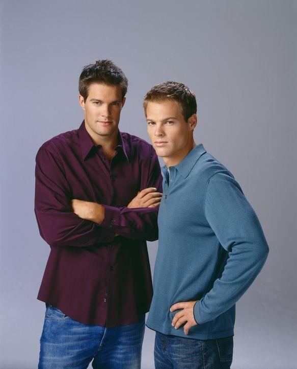 (7. Staffel) - Kevin (George Stults, r.) und Ben (Geoff Stults, l.) sind zwar Brüder, dennoch sind sie sehr verschieden ... - Bildquelle: The WB Television Network
