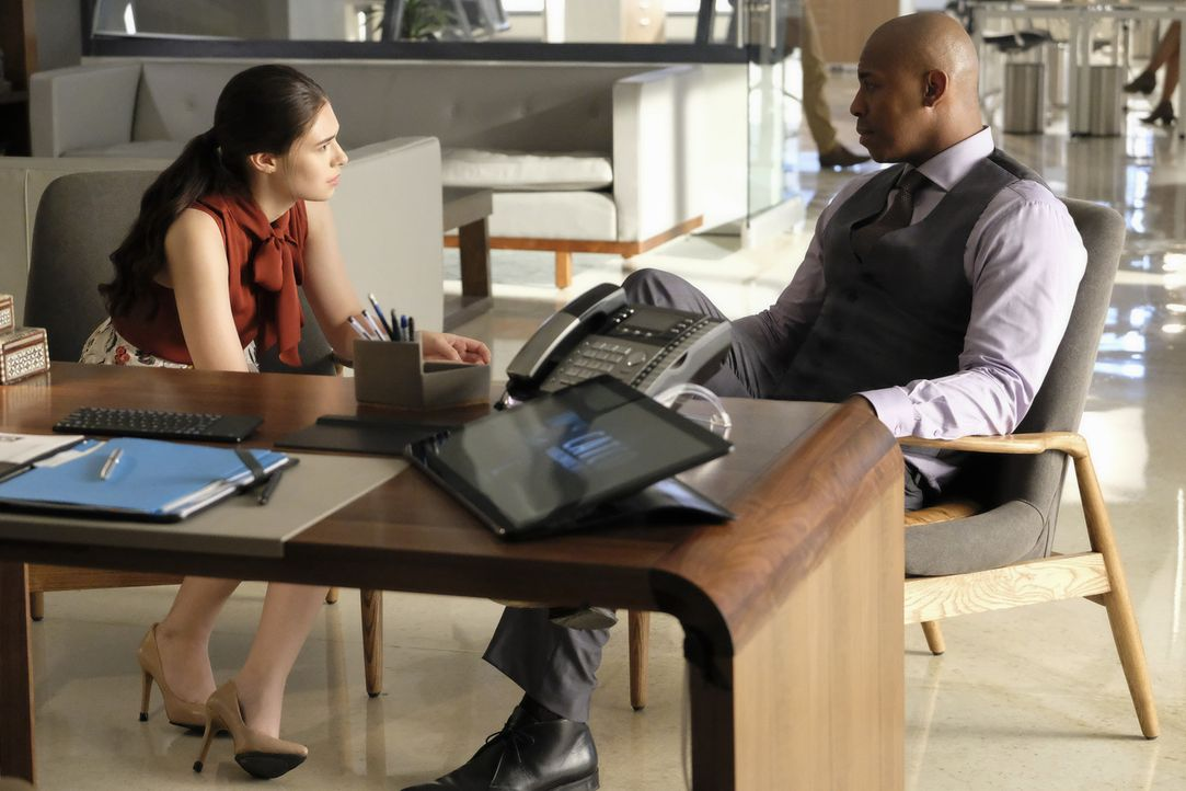 Nia Nal (Nicole Maines, l.); James Olsen (Mehcad Brooks, r.) - Bildquelle: Bettina Strauss 2018 The CW Network, LLC. All Rights Reserved.
