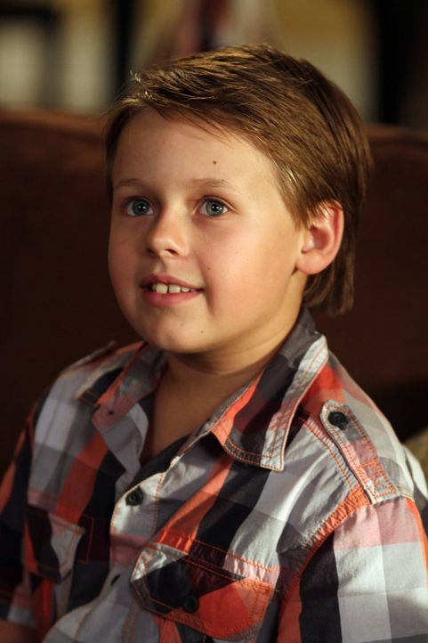 Freut sich über den frischen Lebensmut seiner Mutter: James (Jackson Brundage) ... - Bildquelle: Warner Bros. Pictures