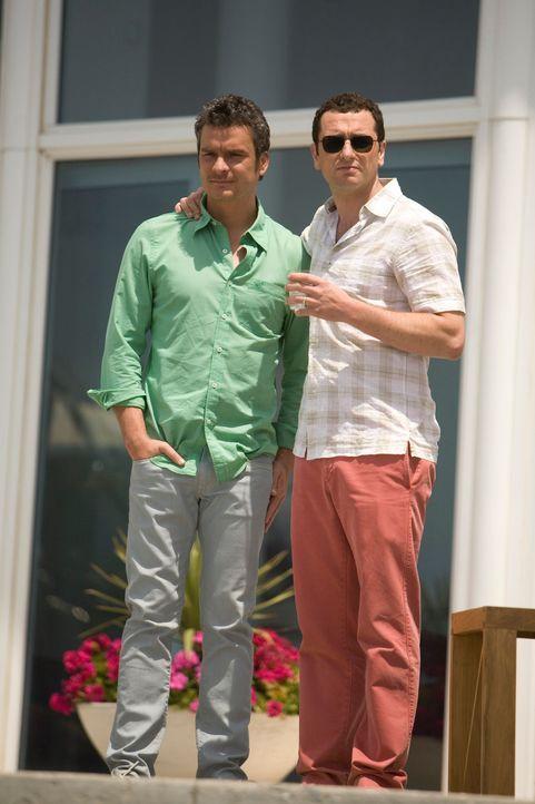 Gute Miene zum bösen Spiel: Tommy (Balthazar Getty, l.) muss Kevin (Matthew Rhys, r.) über seinen Rausschmiss noch informieren ... - Bildquelle: 2008 ABC INC.