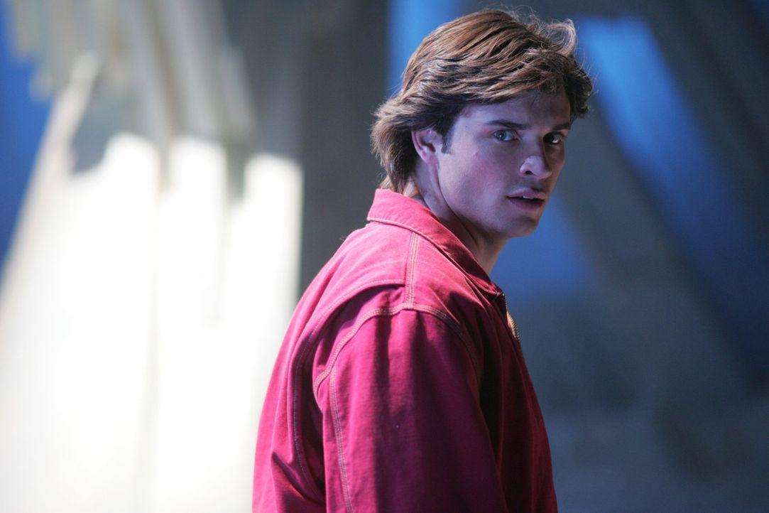 Nachdem er mit seinem Vater Jor-El gesprochen hat, wird Clark (Tom Welling) klar, dass er um die Erde zu retten, Lex töten muss ... - Bildquelle: Warner Bros.
