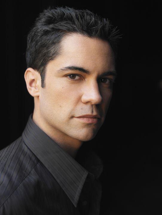 (2. Staffel) - Steht seiner Kollegin stets zur Seite: Detektiv Scott Valens (Danny Pino) ... - Bildquelle: Warner Bros. Television
