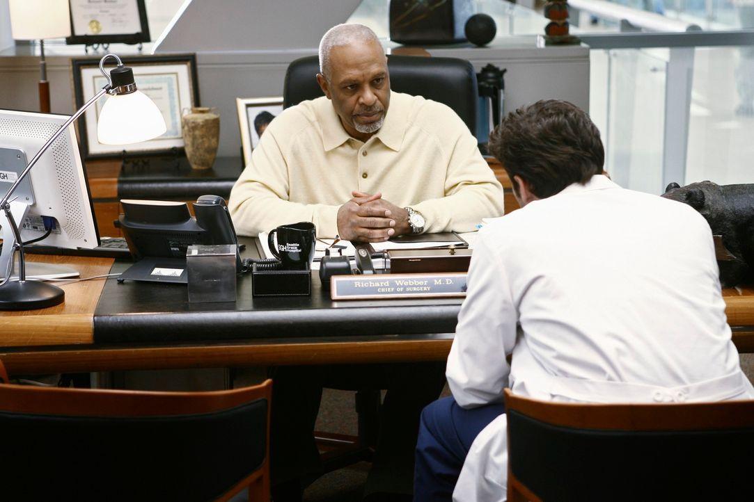 Wird Derek (Patrick Dempsey, r.) Webber (James Pickens, Jr., l.) beim Krankenhausvorstand melden? - Bildquelle: Touchstone Television