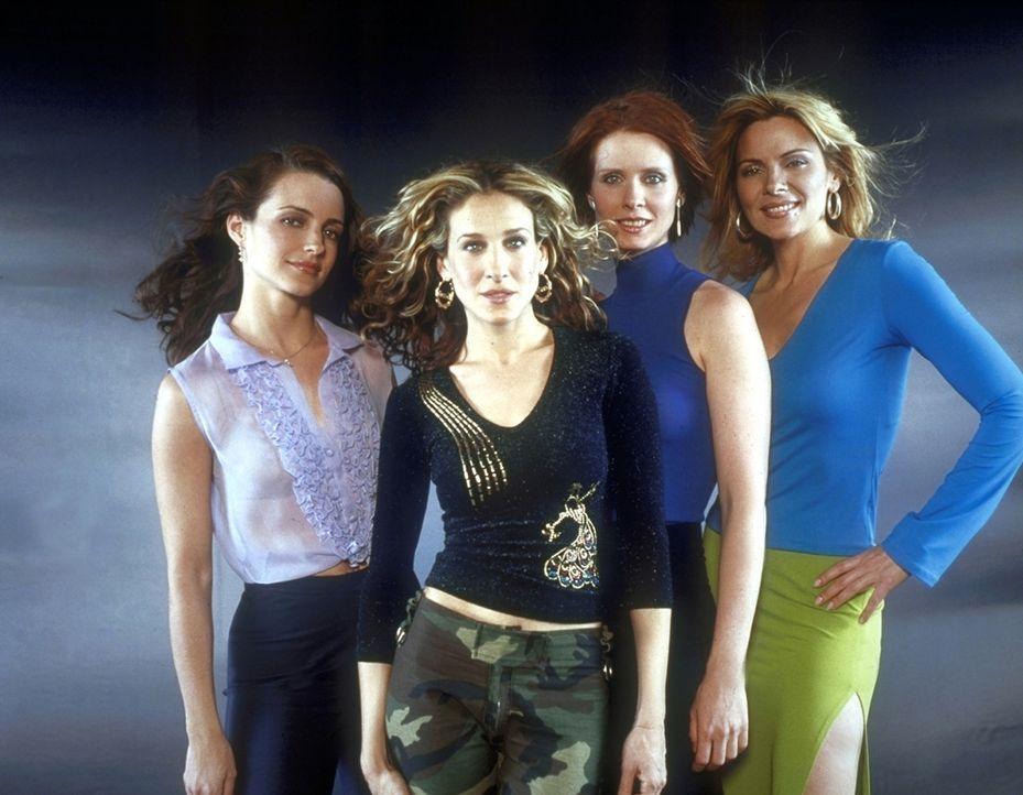 (3. Staffel) - Mit ihren Freundinnen Charlotte (Kristin Davis, l.), Samantha (Kim Cattrall, r.) und Miranda (Cynthia Nixon, 2.v.r.) erforscht Carrie... - Bildquelle: Paramount Pictures