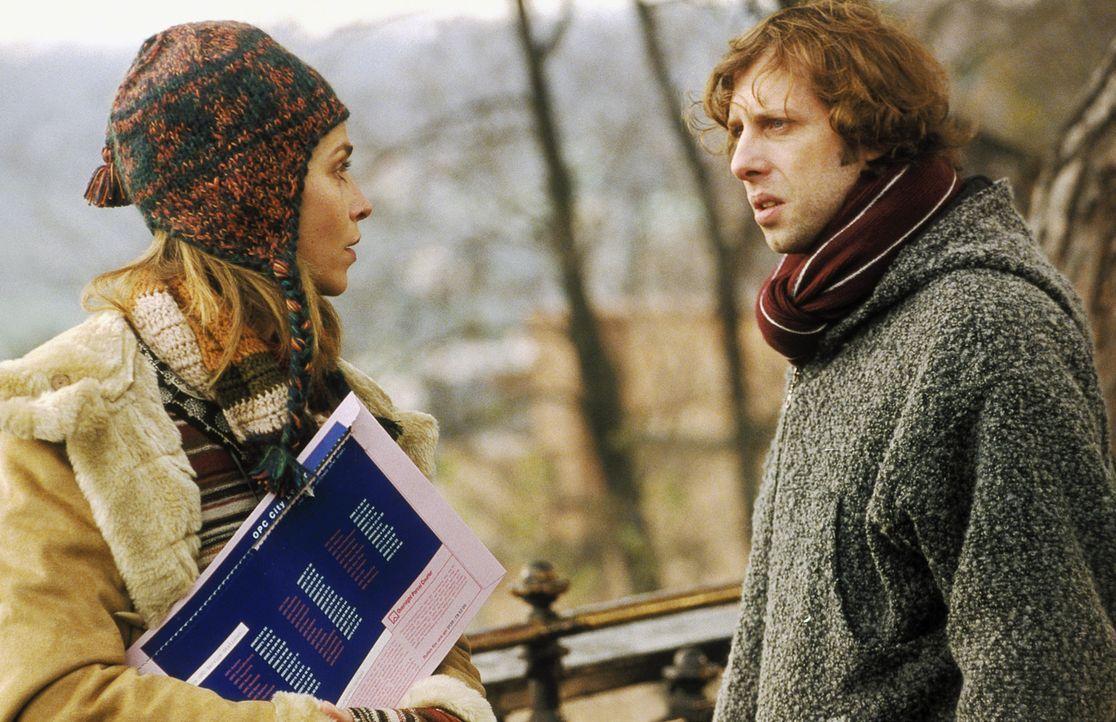 Obwohl Lenny (Oliver Korittke, r.) Helena (Lucie Zednicková-Pokorná, l.) von der Ermordung seines Vaters berichtet, kann oder will die junge Frau... - Bildquelle: Jiri Hanzl ProSieben