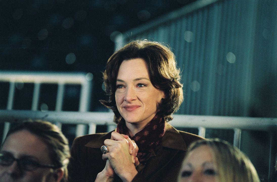 Nach einiger Zeit ist Joan (Joan Cusack) doch noch stolz auf ihre Tochter, die gegen ihren Willen, ihr Studium abgebrochen hat ... - Bildquelle: 2005 Disney Enterprises, Inc.