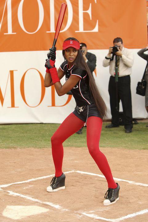 Mode vs. ELLE: Supermodell Naomi Campbell (Naomi Campbell) ist die Starspielerin von ELLE. Wilhelmina setzt alles daran, sie aus dem Wohltätigkeitss... - Bildquelle: Buena Vista International Television