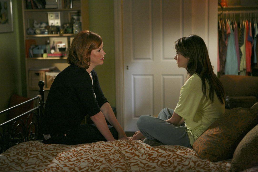 Wird Amy (Shailene Woddley, r.) sich endlich überwinden und ihrer Mutter Anne (Molly Ringwald, l.) den Ausrutscher mit Ricky beichten? - Bildquelle: ABC Family