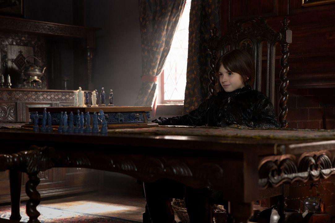Der Dunkle Lord (Oliver Bell) ruft den Anfang des Endes aus, den die Tage Salems und all seiner Bewohner sind gezählt ... - Bildquelle: 2016-2017 Fox and its related entities.  All rights reserved.