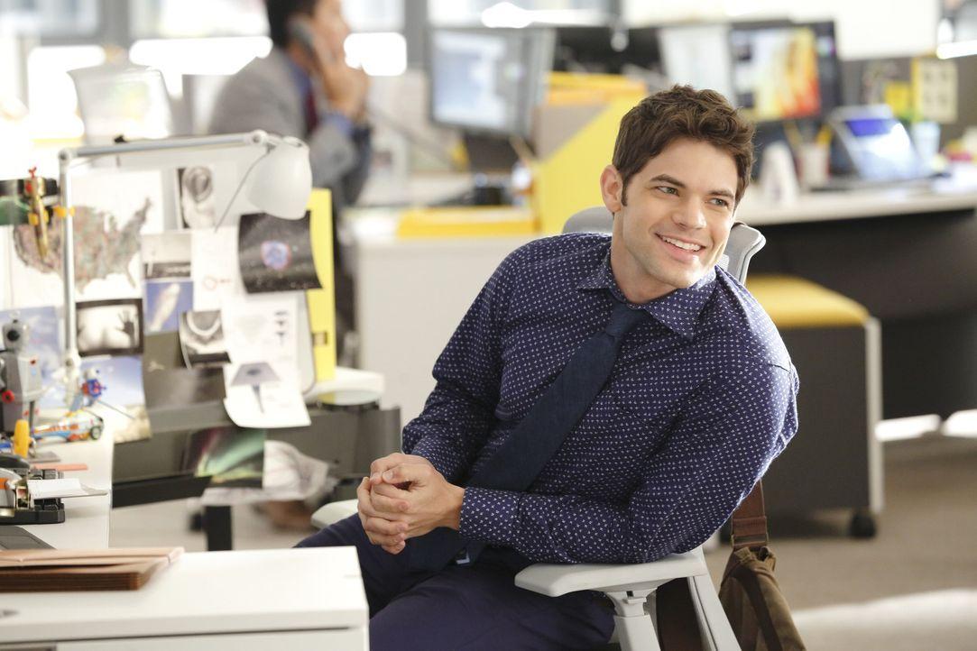"""Winn (Jeremy Jordan) gelingt es, eine Art Hauptquartier für Kara und das """"Team Supergirl"""" zu organisieren ... - Bildquelle: 2015 Warner Bros. Entertainment, Inc."""