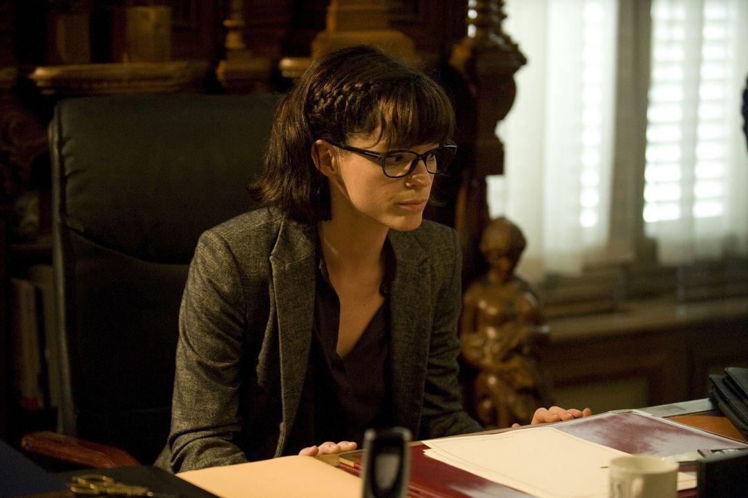 Was bringt Adèle (Juliette Roudet) dazu, sich bei einer fragwürdigen Stiftung als Psychologin zu bewerben? - Bildquelle: 2015 BEAUBOURG AUDIOVISUEL